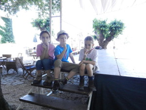 Leona, Nikola i Emma, Groznjan