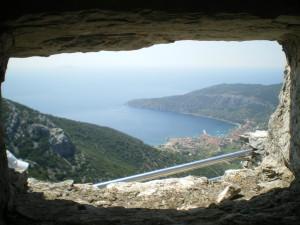 Pogled na Komižu iz kapelice sv. Duha